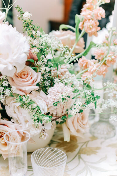 Flower Centrepieces with roses, hyacinths, spirea and peonies win blush and nude colour scheme