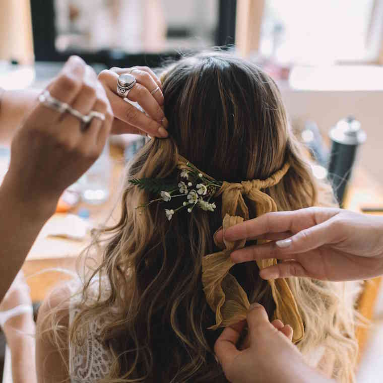 30 stunning ways to wear wedding hair flowers a ribbon and buds min