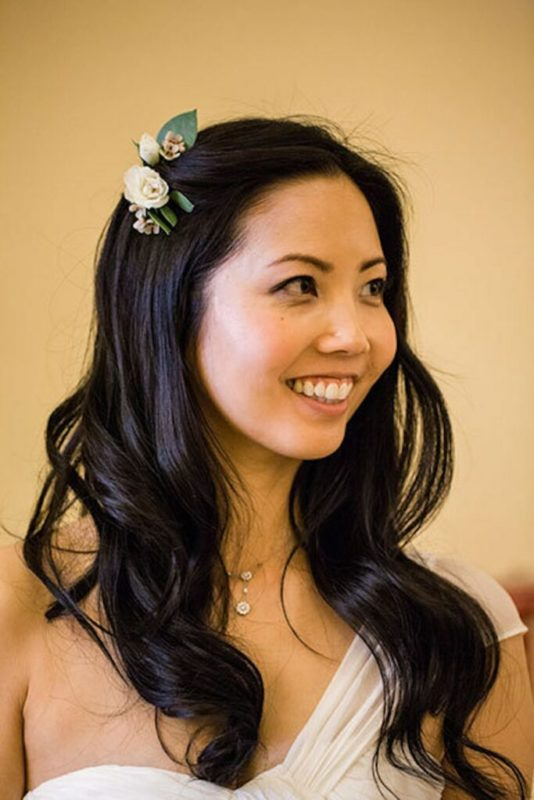 30 stunning ways to wear wedding hair flowers a simple touch min 683x1024 1