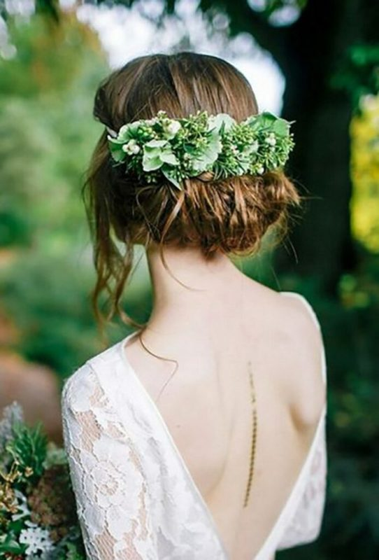 30 stunning ways to wear wedding hair flowers green and gorgeous min 694x1024 1
