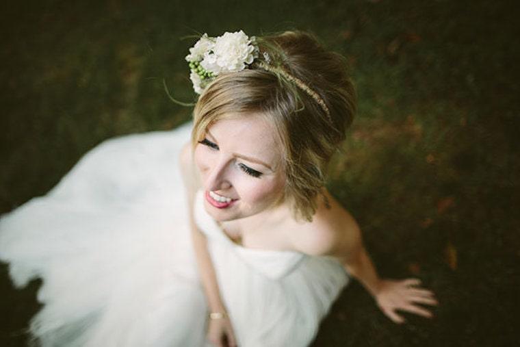 30 stunning ways to wear wedding hair flowers hairband of blooms min