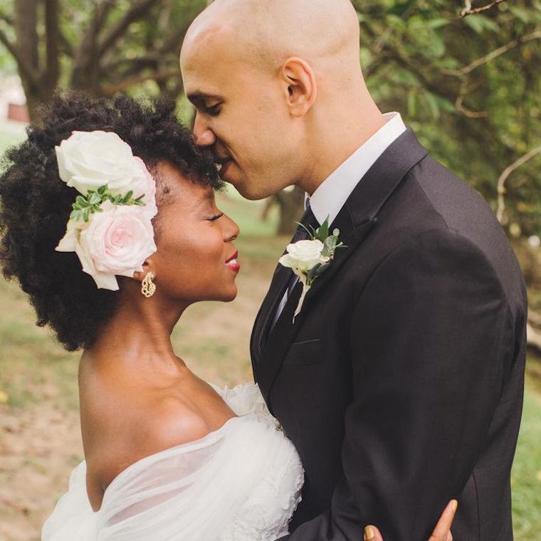 30 stunning ways to wear wedding hair flowers romantic roses min