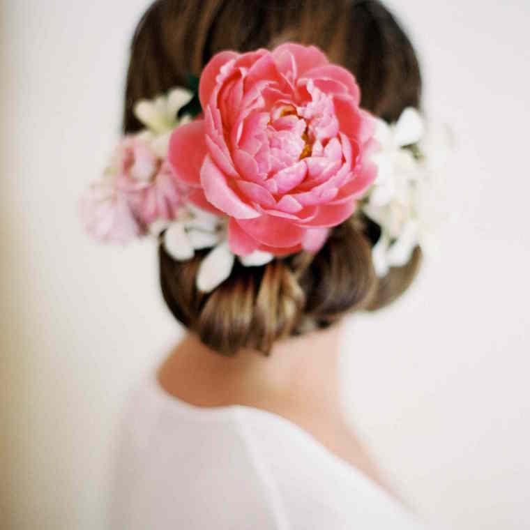 30 stunning ways to wear wedding hair flowers striking solo bloom min