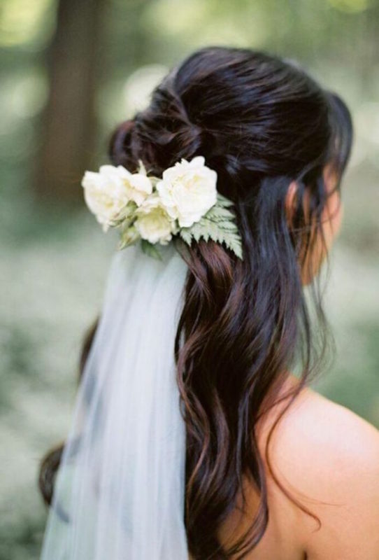 30 stunning ways to wear wedding hair flowers sweet white min 694x1024 1