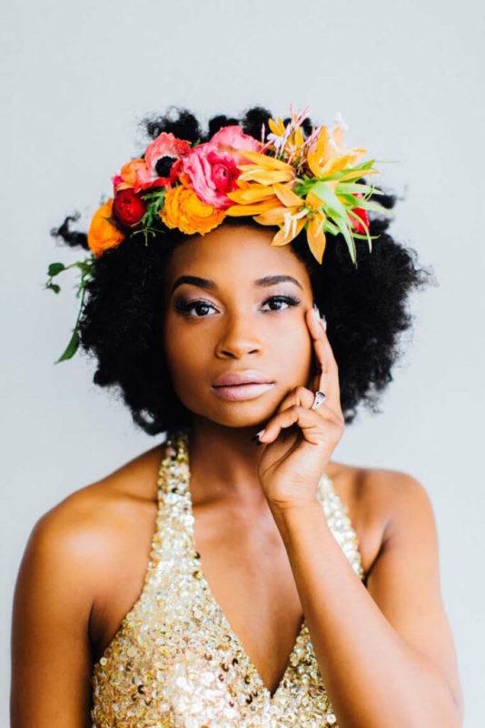 30 stunning ways to wear wedding hair flowers the classic crown min 683x1024 1