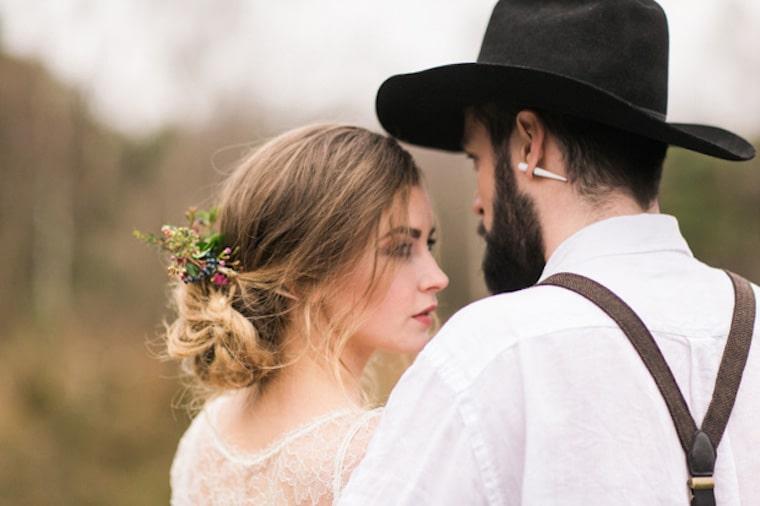 30 stunning ways to wear wedding hair flowers wild flower fairy tale min