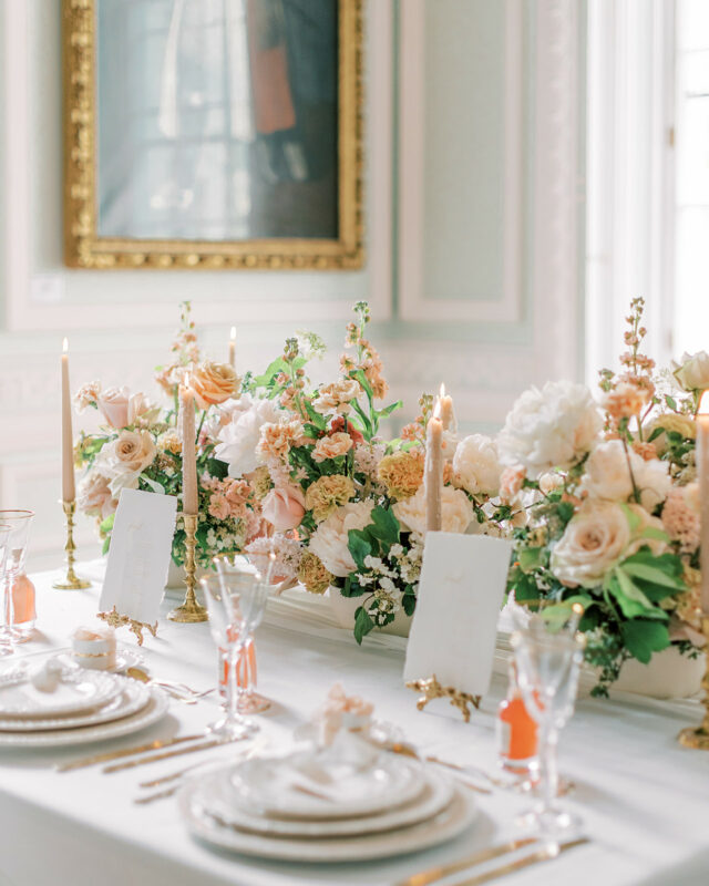 London Wedding Florist, peach and nude table arrangemements, natural and organic